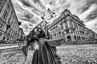Primo piano ragazza in costume sardo, Festa Sant'Efisio, Cagliari, Sardegna, 2017